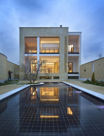 Pomegranate_garden_house_of_grandfather_in_Taft_Modern_Villa_in_Iran__3_-15101-800-506-100