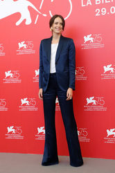 09996 Stacy Martin attends _Vox Lux_ photocall during the 75th Venice Film Festival