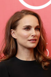 09993 Natalie Portman attends _Vox Lux_ photocall during the 75th Venice Film Festival