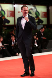 0998 Actor Sebastian Koch walks the red carpet ahead of the _Werk Ohne Autor (Never Look Away)_ screening during the 75th Venice Film Festival