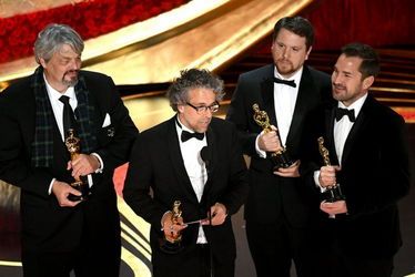 ian_hunter_paul_lambert_tristan_myles_and_j._d._schwalm_accept_the_visual_effects_award_for_first_man_onstage_during_the_91st_annual_academy_awards_-oscars_2019-getty-h_2019_