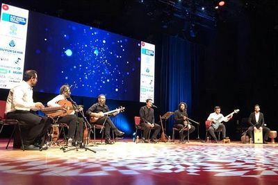 Homayoun Shajarian performs for first time in Istanbul
