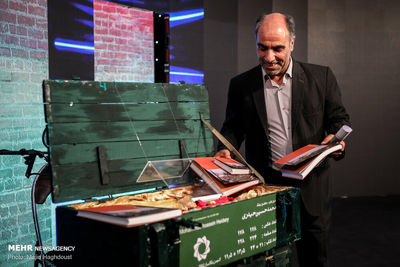 Tehran foundation honors Sacred Defense artists