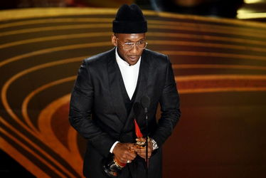 mahershala_ali_accepts_the_actor_in_a_supporting_role_award_for_green_book_onstage_during_the_91st_annual_academy_awards_-oscars_2019-getty-h_2019_